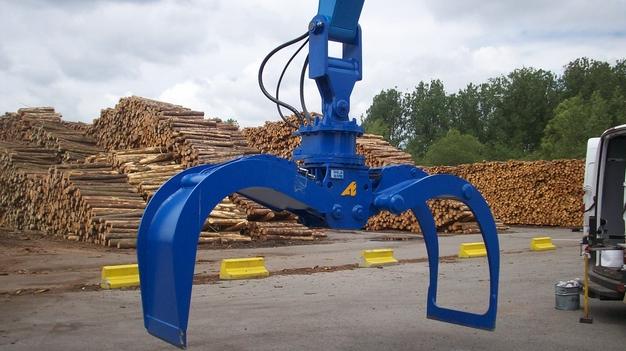 Работы на лесозаготовительной базе